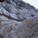 Začetek vršne stene na poti Via della Vita (gladek prag, stena z verigo, ozka polička v de