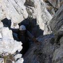 Oče med plezanjem po JV grebenu Dolkove špice