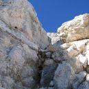 Žleb, ki omogoča prehod na Razorjev greben