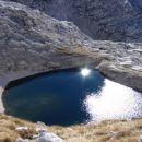 Sonce odseva v Zgornjem Kriškem jezeru