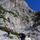 Zgornji del žleba, ki nas povede desno na gredo pod strmim začetkom JV grebena Kukove špic
