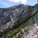 V zgornjem delu je teren prijetnejši in tudi Sleme se počasi bliža