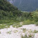 Na dnu tega melišča v spodnjem delu sestopne dolinice sva trčila na prečno pot