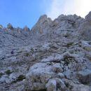 Lahko skalovje nad vstopno gredino