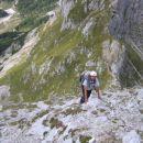 Z Bohinjskih vratc proti Toscu: že skoraj na vrhu, pogled navzdol