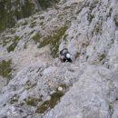 Z Bohinjskih vratc proti Toscu: poplezavanje čez nekoliko bolj strme skale že blizu vrha