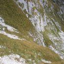 Pogled z zgornjega na spodnji grušč in strmino med njima