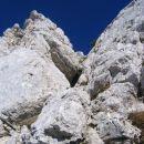 Žleb za poličko, po kateri pretentamo skalnato zaporo na poti z Ribežnov na Trentski Pelc