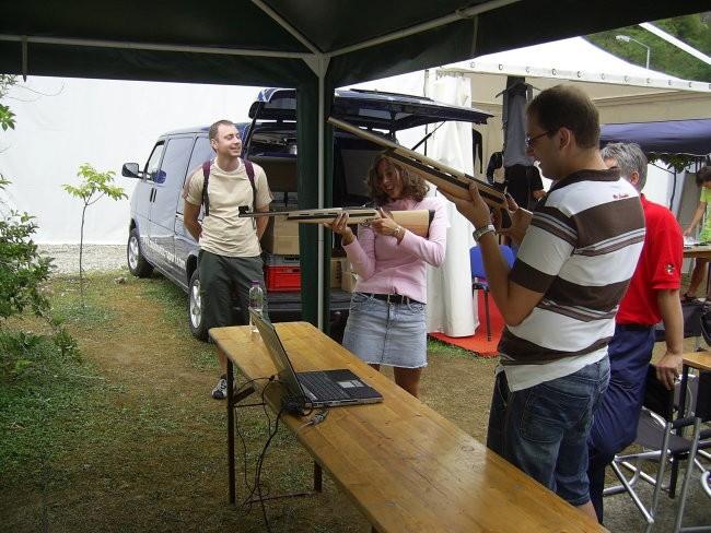 Med streljanjem na simulator biatlona