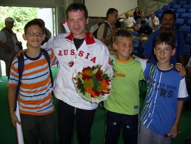 Fotka s svetovnim prvakom Artem Khadjibekov