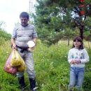 Ja i moja najmladja kci Amira i ona je osjetila zadovoljstvo branja gljiva 18.08.2006 KLE