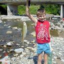 Koji Ulov pravi trofej moj mladji sin Eniz na rijeci Gostović Koja bezbrizna faca!