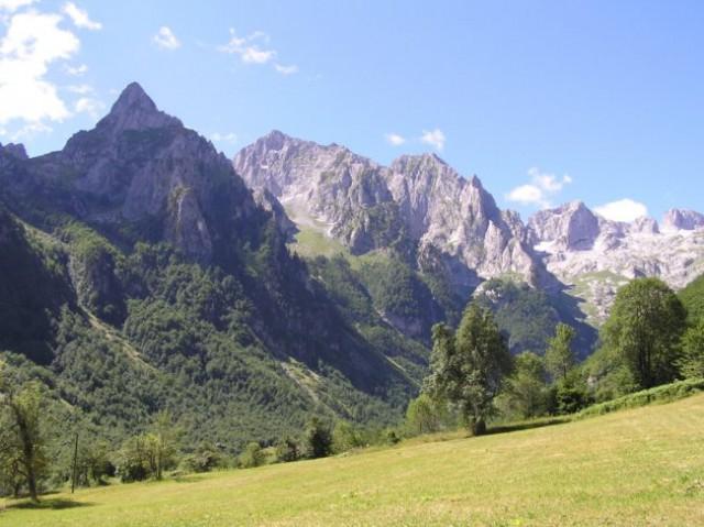 Pogled na Očnjak,Presto, Sjeverni i južni vrh iz doline Grebaje tj od pl. doma