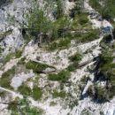 Na ovinku pojdite levo in navzgor saj prek onele druge brvi ne boste prišli!