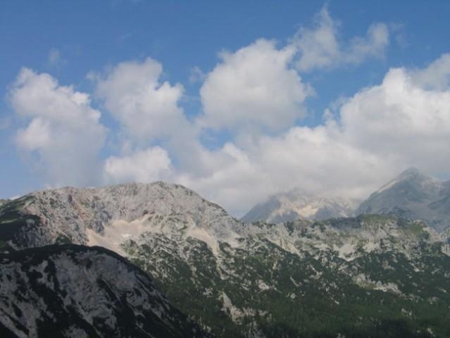 Osončeni Kalški... na Grintovec  tečejo...