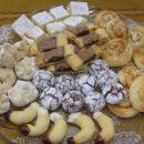 _Bela limonina pita, Orehove malhice, Bicikli, Razpokani piškoti, Cimetove rolce, Vanilije