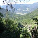 Pogled proti Martuljku in brunarici pri Ingotu