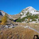 Srenjski preval nad njim pa Mali Draški vrh