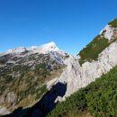 S Srenjskega prevala se že vidi Veliki Draški vrh