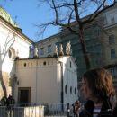 Kapelca, semizdi da se pogreza, in je nižja za 3 metre v primerjavi z zdajšnim trgom
