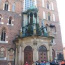 vhod v cerkev na glavnem trgu.