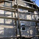 severna fasada - stena z največjo površino, površina cele hiše cca 250 m2 s coklom