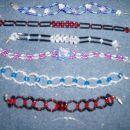 Na voljo so posamezne zapestnice iz perlic tudi v drgi barvah . Cen za eno je 4,17 EUR ali