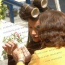 Sara z navijalkami v laseh