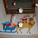 prostoročno narisan in pobarvan  jelen vozi Božička