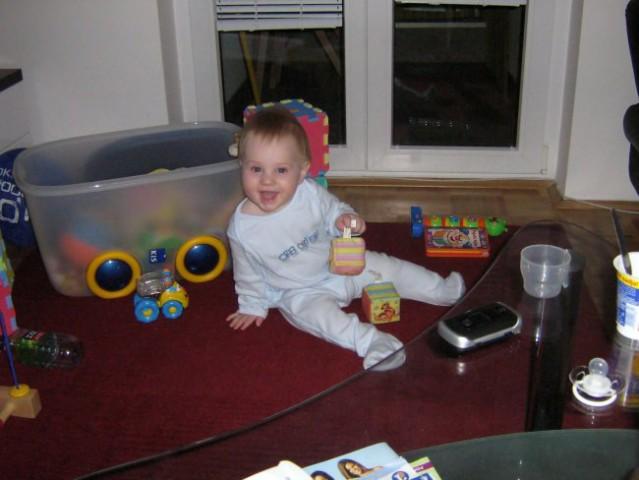 8 mesecev - foto