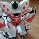 Robot z daljincem, se oglaša, hodi, dviguje roke...13 €