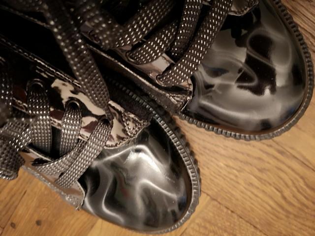čevlji oz. superge 37